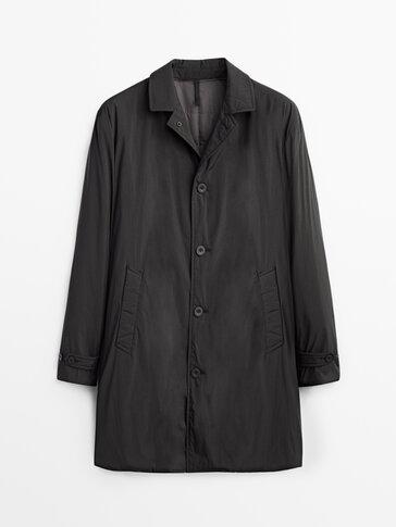 Черное стеганое пальто из высокотехнологичной ткани