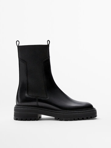 LEATHER CHELSEA BOOTS WITH TRACK SOLES
