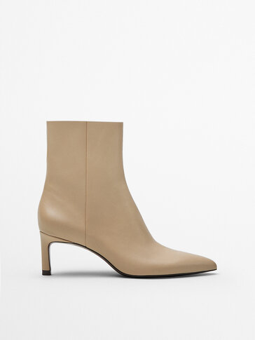 CAMEL-COLOURED LEATHER MID-HEEL ANKLE BOOTS