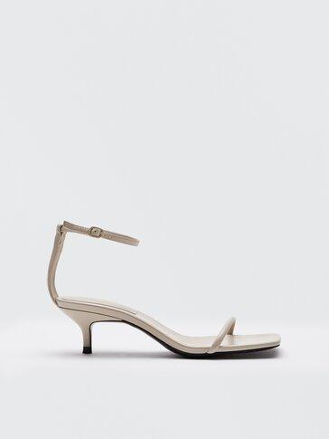 Ādas augstpapēžu sandales krēmkrāsā ar smailu papēdi
