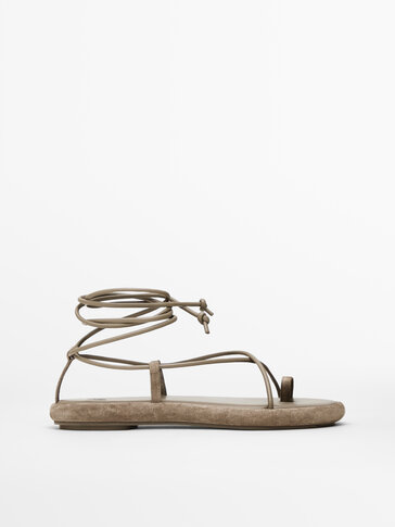 Brown tie sandals with toe divider