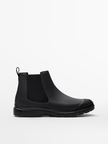 RUBBERISED BLACK LEATHER CHELSEA BOOTS