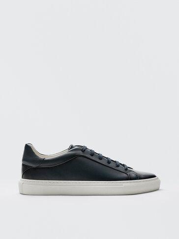 נעלי סניקרס מעור נאפה בצבע כחול