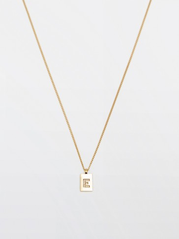 Gold-plated letter e necklace