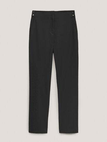 Ravne hlače s gumbima boje zlata