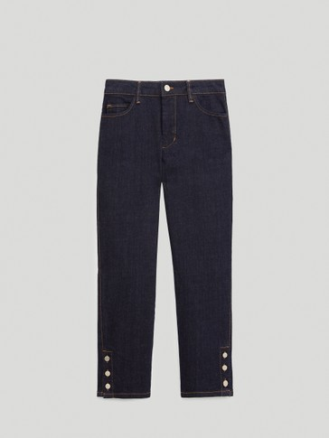 Jeans with buttons at the hem