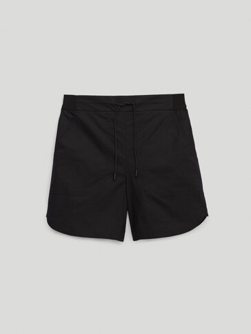 Shorts with an elastic waistband