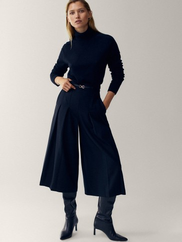 Black wool skort