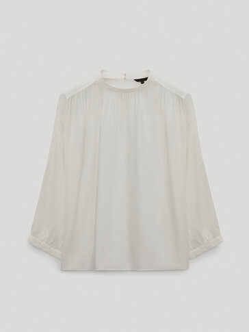 Flowing shirt with ruffles