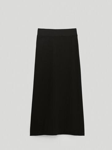 تنورة سوداء قابلة للف