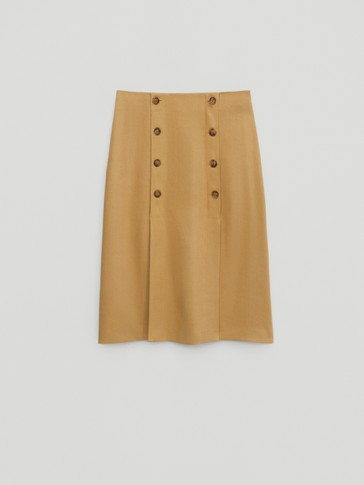 Vented skirt with buttons