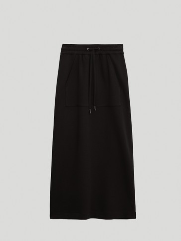 Skirt with pouch pocket