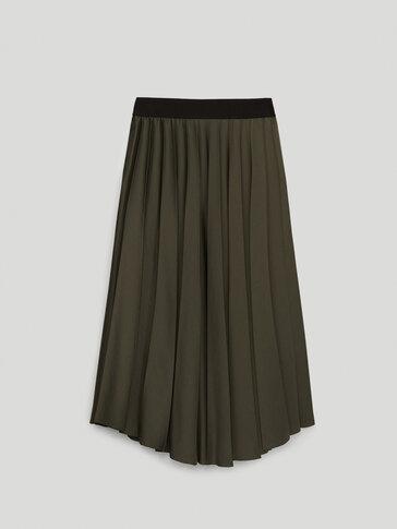 Pleated skirt with elastic waist
