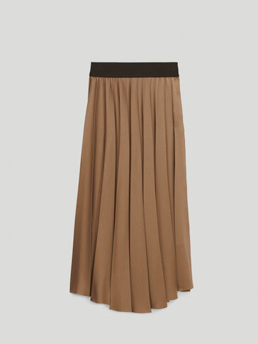 Pleated skirt with elastic waist