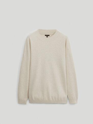 Пуловер с бие по врата