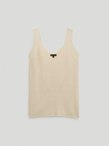 Decrease stitch V-neck top