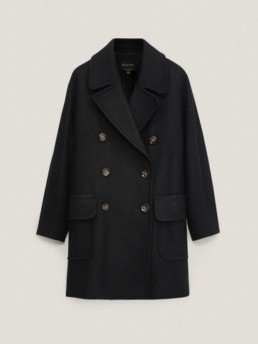 Voluminozni crni kaput od vune