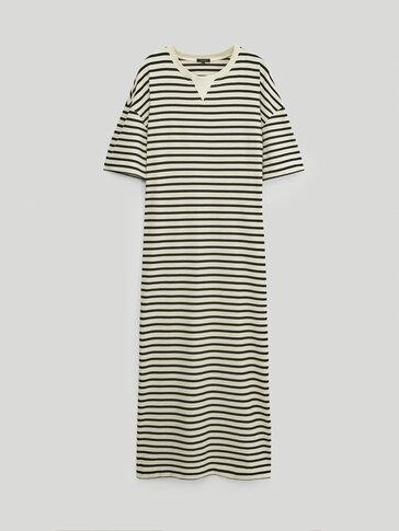 فستان مقلّم بأكمام قصيرة