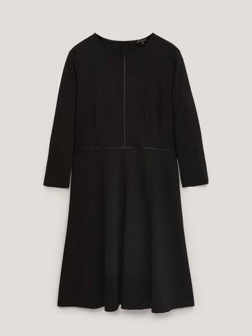 Robe courte noire avec entre-deux
