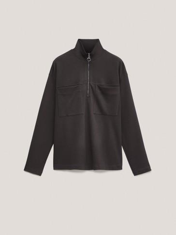 Sportska majica s patent zatvaračem i džepovima