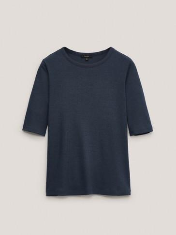 Geripptes Shirt mit weitem Rundausschnitt
