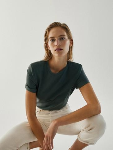 T-shirt i 100% bomuld med skulderpuder