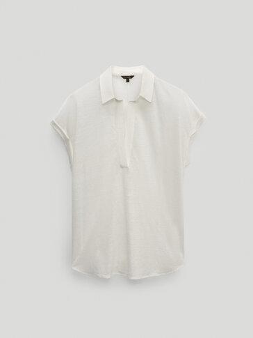 Linen polo shirt featuring shirt collar