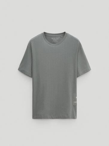 T-shirt de algodão com detalhe de remendo