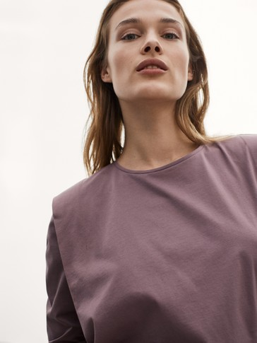قميص من القطن 100% بثنيات على الكتف