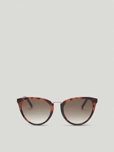Square sunglasses with metal bridge