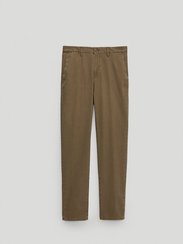 Celana chino katun slim fit