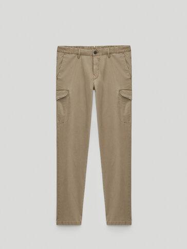 Pantalón bolsillos cargo slim fit