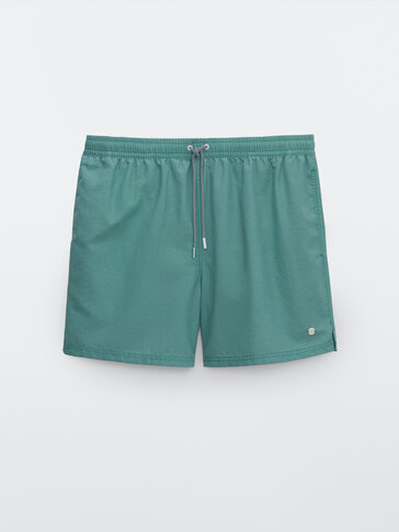 Plain pigment swimming trunks