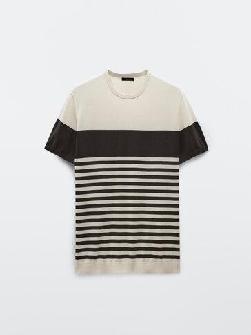 Trikotažinio medvilninio audinio marškinėliai su spalvų blokais ir dryžiais