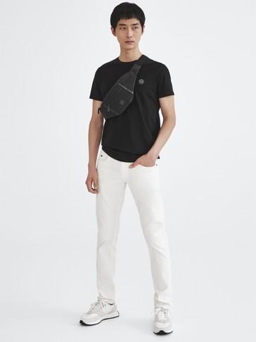 Kaus lengan pendek berbahan katun 100%