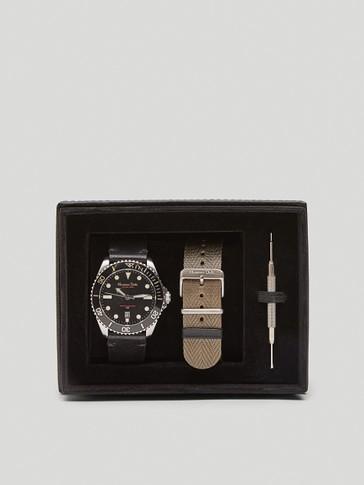 Ρολόι με μαύρο καντράν και εναλλάξιμα λουράκια