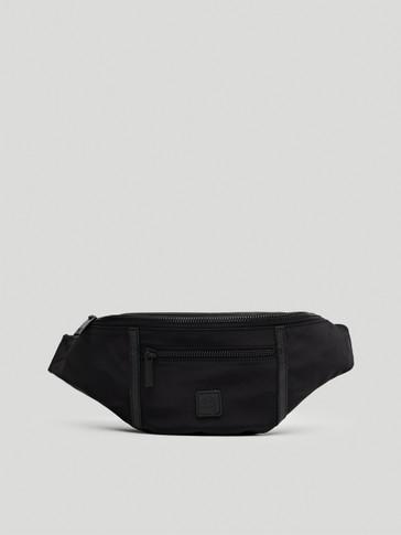 Crna torba za nošenje oko struka s kožnim detaljima