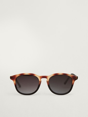 نظارات شمسية بنقشة عظم السلحفاة