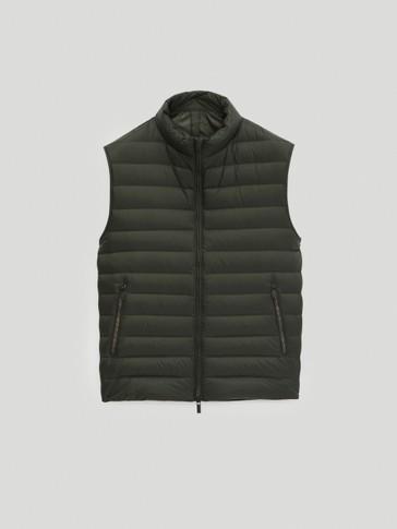 Kontrastná prešívaná vesta
