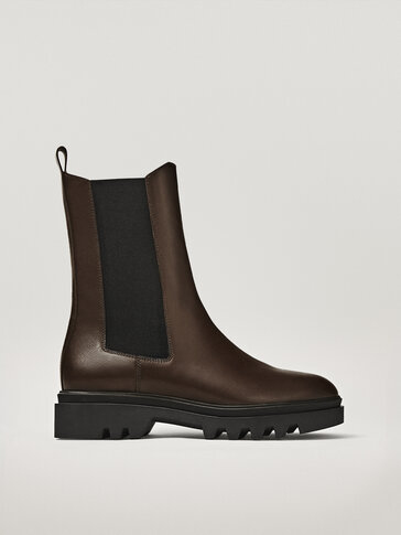 FLAT  CHELSEA BOOTS WITH TRACK SOLE