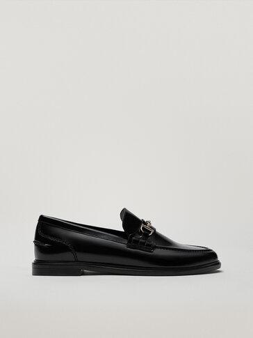 Черные кожаные лоферы с планкой
