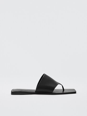 Black flat leather sandals with toe strap