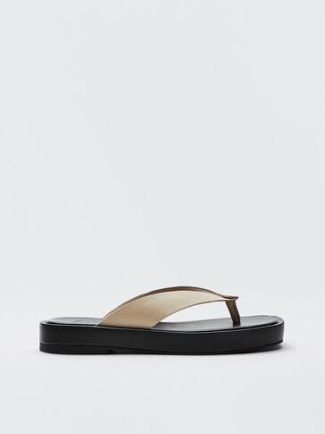 Ecru leather platform sandals with a V-shaped upper