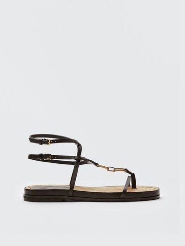 Flache Sandalen mit Jutesohle und Rahmen