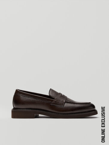 Brown leather loafers with moc toe detail