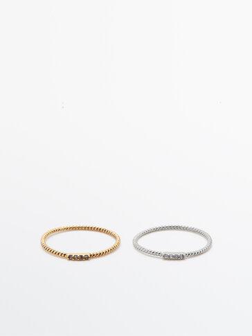 Pack of textured rhinestone rings