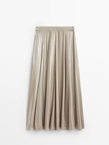 Long laminated skirt