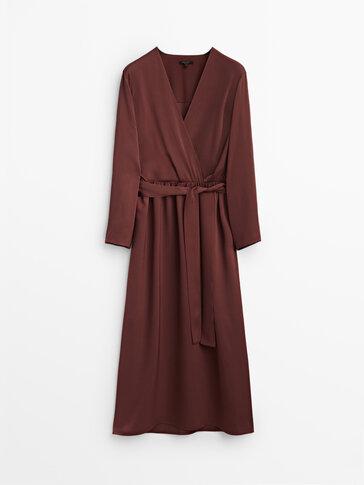 Saténové zavinovacie šaty
